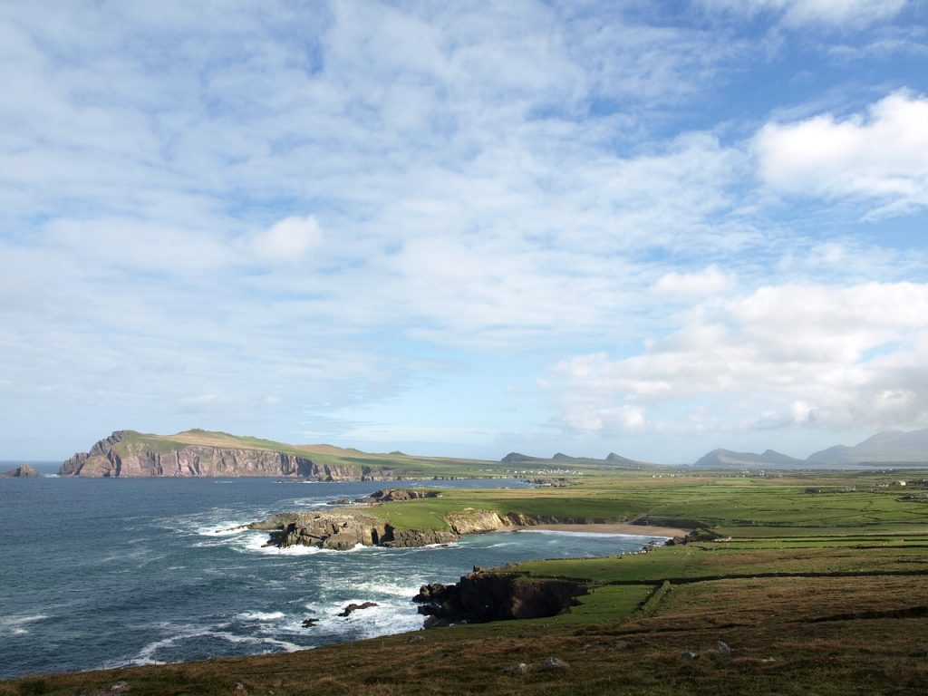 Photo showing the coastline of Ireland